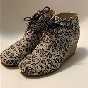 J&M cheetah print wedge bootie sz 8
